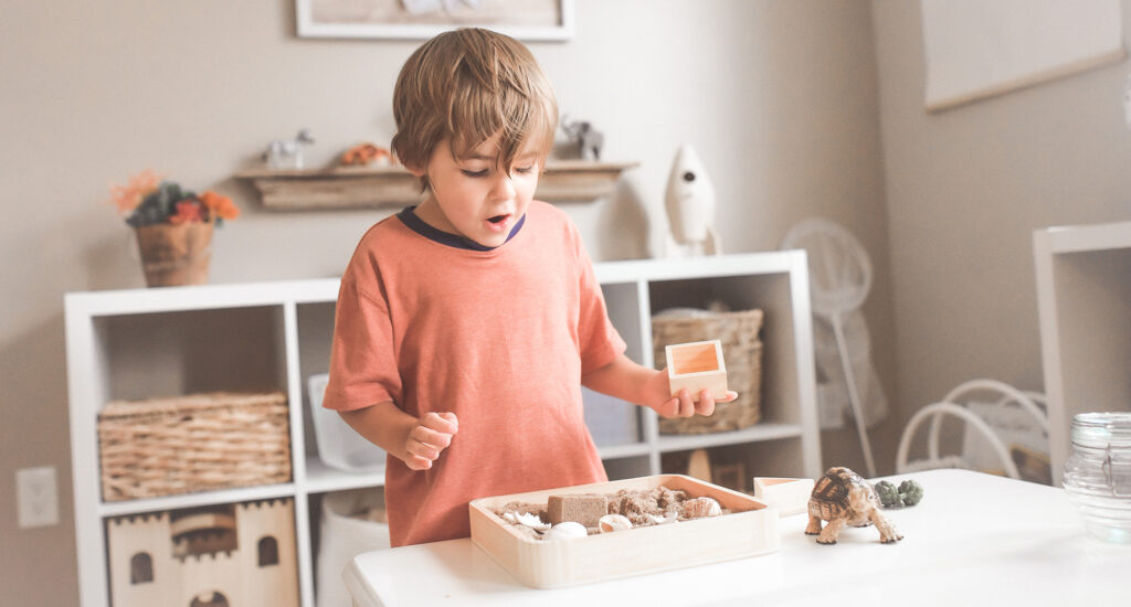 Los más pequeños de casa desean disfrutar de las vacaciones, por eso os proponemos 8 actividades, ideas y muebles infantiles para este año.